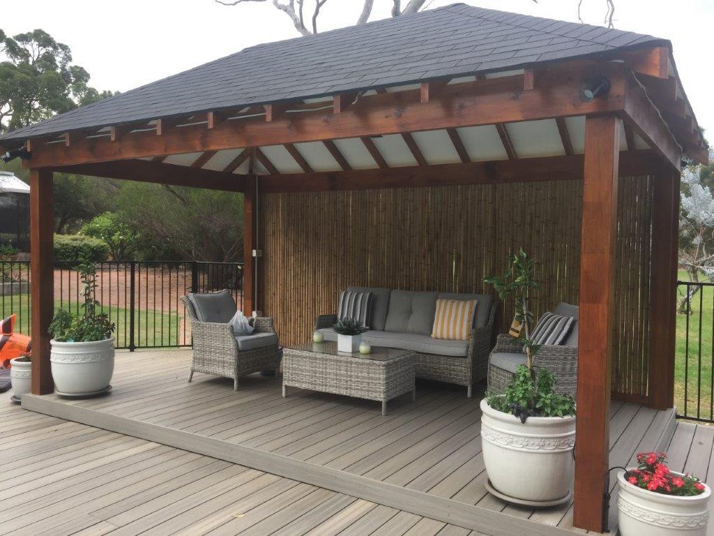 Shingle hut composite deck