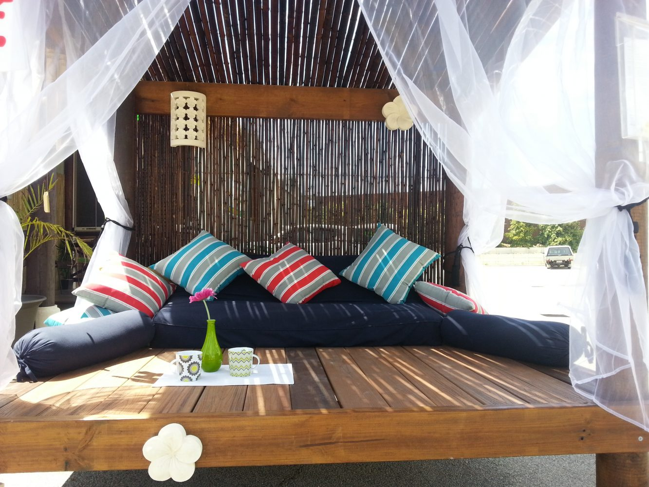 Day bed with Bamboo Screen